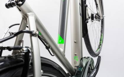 Detail image of Cube Touring silver´n´flashgreen 2017 (4)