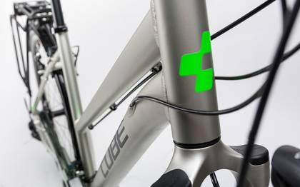 Detail image of Cube Touring silver´n´flashgreen 2017 (8)
