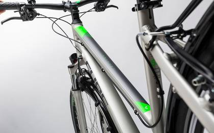 Detail image of Cube Touring silver´n´flashgreen 2017 (11)