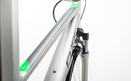 Detail image of Cube Touring Hybrid ONE 400 silver´n´flashgreen 2017 (4)