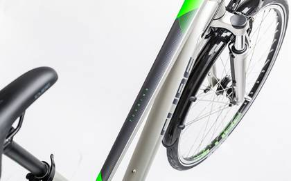 Detail image of Cube Touring silver´n´flashgreen 2017 (2)